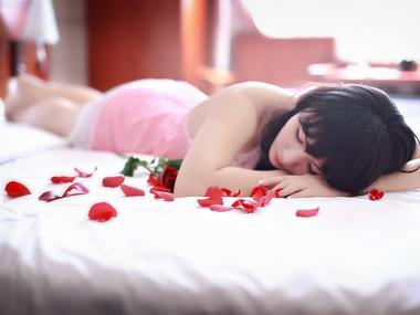 spát v pyžamu